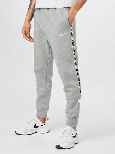 Nike Sportswear Spodnie w kolorze szary / czarny / białym, Podgląd na modelu(-ce)