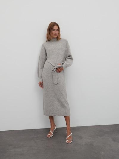 EDITED Gebreide jurk 'Silvie' in de kleur Grijs gemêleerd, Modelweergave