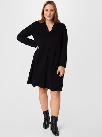 ABOUT YOU Curvy Gebreide jurk 'Carina' in Zwart