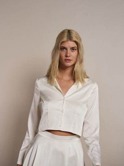 ABOUT YOU x Laura Giurcanu Bluse 'Jamie' in offwhite, Modelansicht