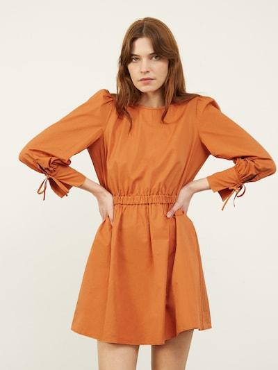 Aligne Haljina 'Carly' u karamela, Prikaz modela