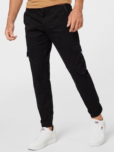 Tommy Jeans Cargobyxa 'Scanton' i svart, På modell