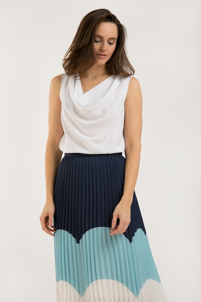 Finn Flare Schöne Bluse mit Wasserfallausschnitt in weiß, Modelansicht