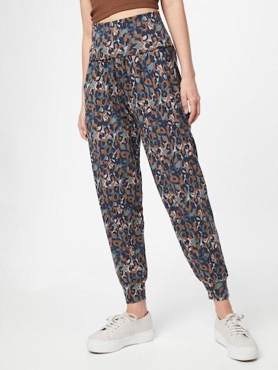 Thought Pantalon harem 'MADELYN' en bleu marine / mélange de couleurs, Vue avec modèle