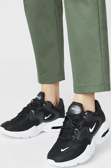 Nike Sportswear Nízke tenisky 'Air Max Advantage 4' v čiernej / bielej