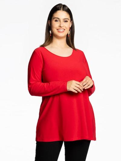 Yoek Tunika in rot, Modelansicht