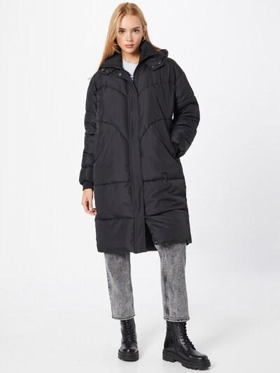 Demisezoninis paltas 'Inga' iš Soft Rebels, spalva – juoda, Modelio vaizdas