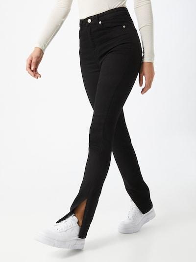 NA-KD Jeans in de kleur Zwart, Modelweergave