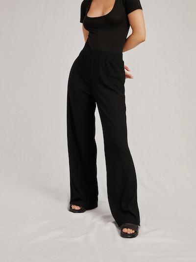A LOT LESS Hose 'Tamlyn' in schwarz, Modelansicht
