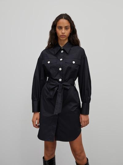 EDITED Košilové šaty 'Kailey' - černá, Model/ka