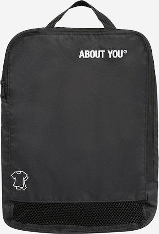 melns ABOUT YOU Apģērbu soma