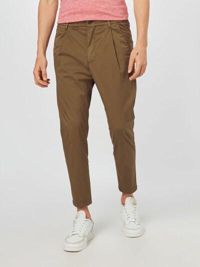 DRYKORN Chino hlače 'CHASY'   oliva barva, Prikaz modela