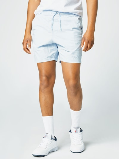 HOLLISTER Chino hlače u azur, Prikaz modela