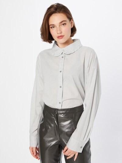 Cotton On Bluse in grau / weiß, Modelansicht