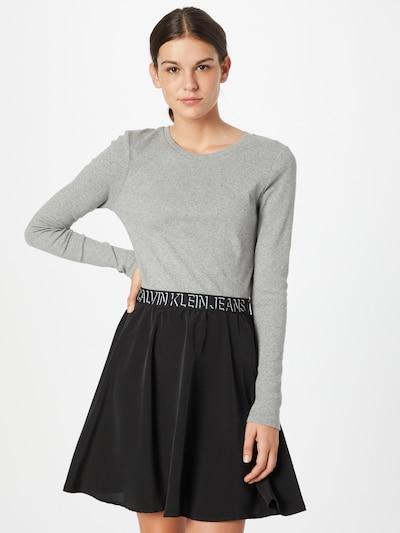 Rochie Calvin Klein Jeans pe gri / negru / alb, Vizualizare model