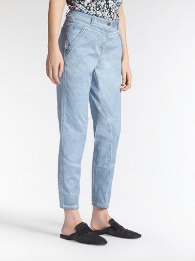 Sandwich Jeans in hellblau, Modelansicht