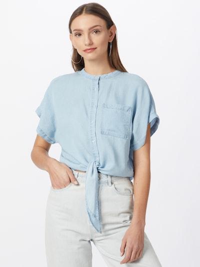 ABOUT YOU Bluse in hellblau, Modelansicht