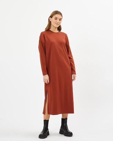 Rochie 'Regizze 9047' de la minimum pe roșu