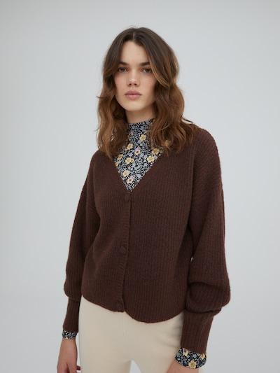EDITED Gebreid vest 'Ronja' in de kleur Bruin gemêleerd, Modelweergave