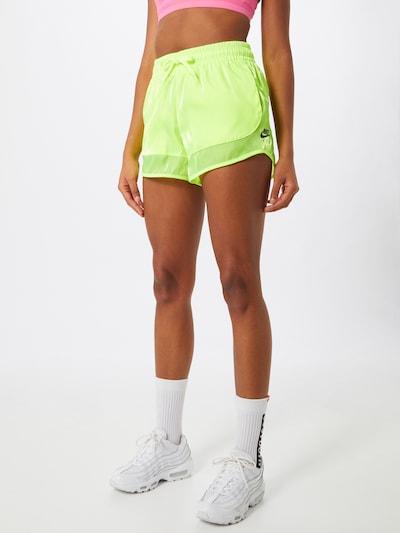 Nike Sportswear Shorts in neongrün, Modelansicht