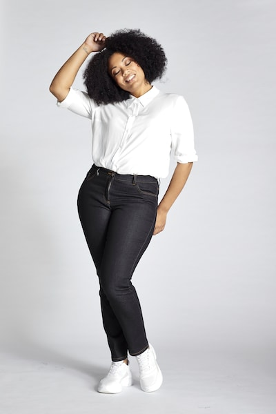 Ulla Popken Jeans in de kleur Donkerblauw, Modelweergave