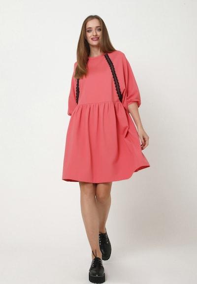 Madam-T Oversized jurk 'ADAMASA' in de kleur Rood, Modelweergave