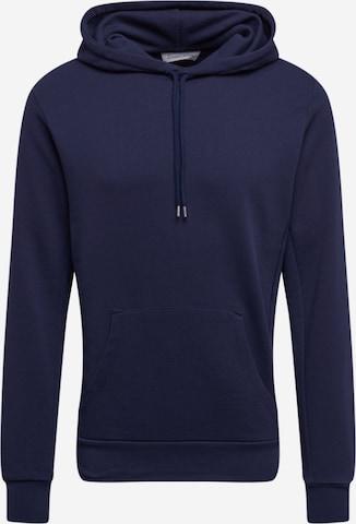 By Garment Makers Bluzka sportowa 'Jones' w kolorze niebieski
