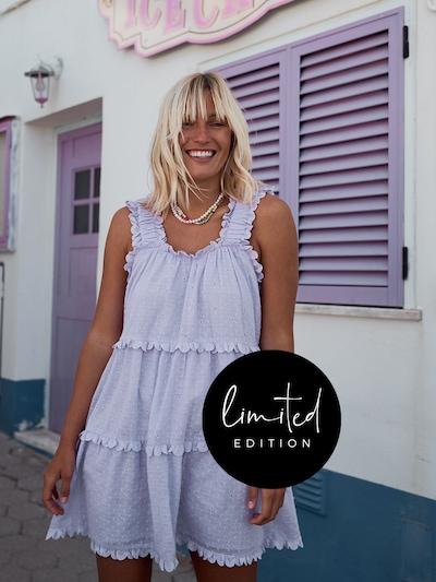 ABOUT YOU Limited Šaty 'Janine' by Janine Jahnke' - orgovánová, Model/-ka