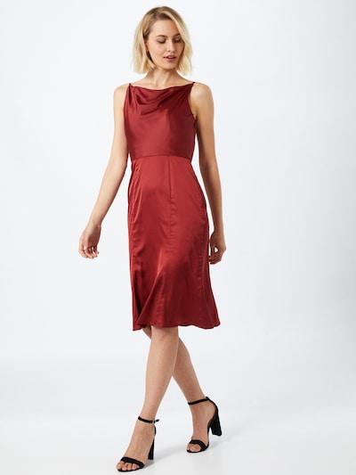 Rochie 'Roxy' Chi Chi London pe roșu ruginiu, Vizualizare model