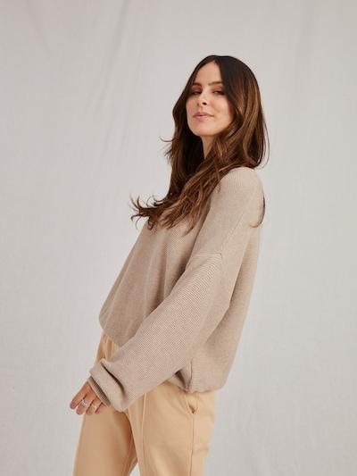 Pullover 'Naja' A LOT LESS di colore beige, Visualizzazione modelli