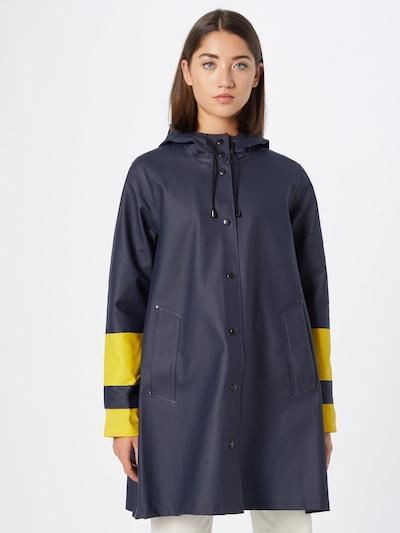 Stutterheim Mantel in nachtblau / gelb, Modelansicht