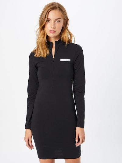 Rochie Calvin Klein Jeans pe negru / alb, Vizualizare model