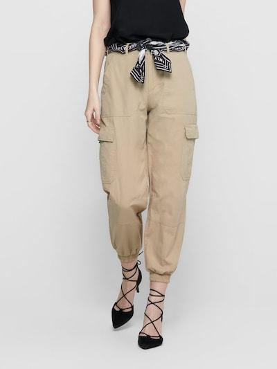 ONLY Pantalon cargo 'ONLGUSTA LIFE BELT CARGO PANTS WVN' en beige, Vue avec modèle