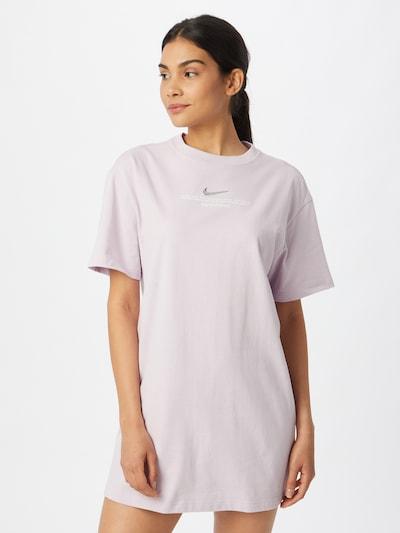 Nike Sportswear Kleid in pastelllila / silber / weiß, Modelansicht