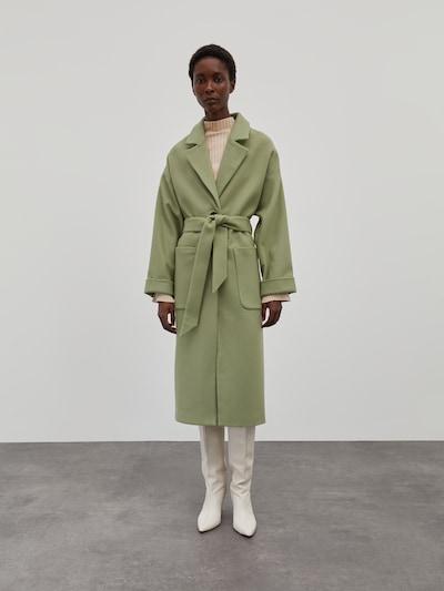 EDITED Mantel 'Santo' in grün, Modelansicht