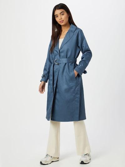 MINE TO FIVE Abrigo de entretiempo en azul, Vista del modelo