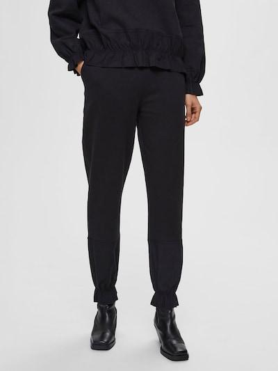 SELECTED FEMME Broek in de kleur Zwart, Modelweergave