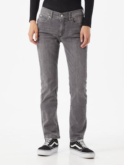 Calvin Klein Traperice u sivi traper, Prikaz modela