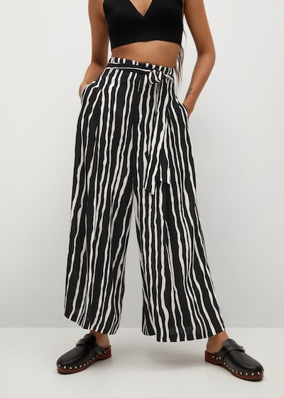 Pantaloni MANGO pe negru, Vizualizare model