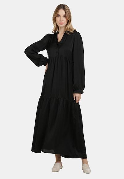 Usha Satinkleid in schwarz, Modelansicht