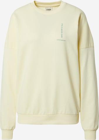 Sweat-shirt 'Luca' ABOUT YOU x Laura Giurcanu en jaune