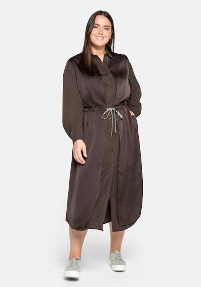 Rochie tip bluză SHEEGO pe maro, Vizualizare model
