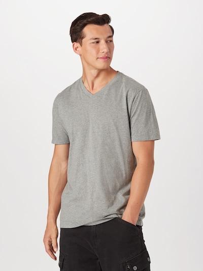 Maglietta GAP di colore grigio, Visualizzazione modelli