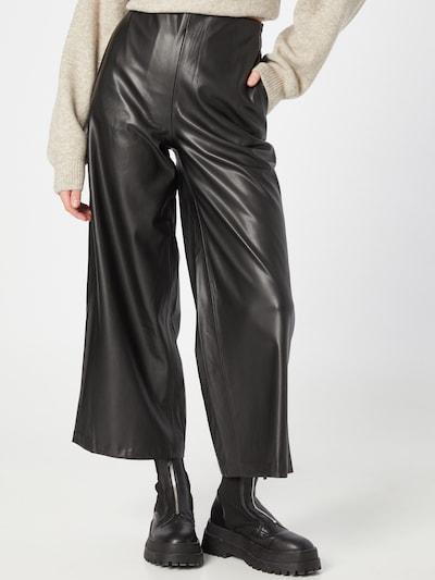 ICHI Pantalón en negro, Vista del modelo