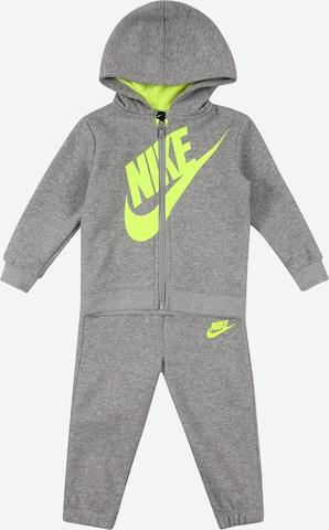 Nike Sportswear Juoksupuku 'FUTURA' värissä harmaa