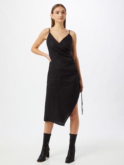 Rochie NA-KD pe negru, Vizualizare model