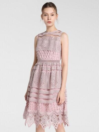 APART Kleid in rosa, Modelansicht