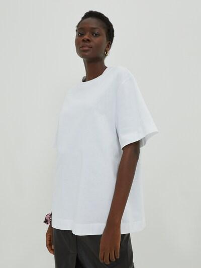 EDITED Široka majica 'Elisa' | bela barva, Prikaz modela