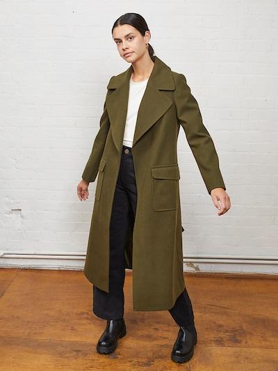 Aligne Mantel 'Evangeline' in dunkelgrün, Modelansicht