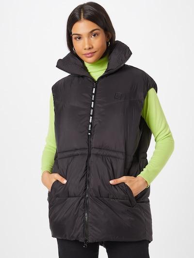 SVEA Bodywarmer 'Generous' in de kleur Zwart, Modelweergave